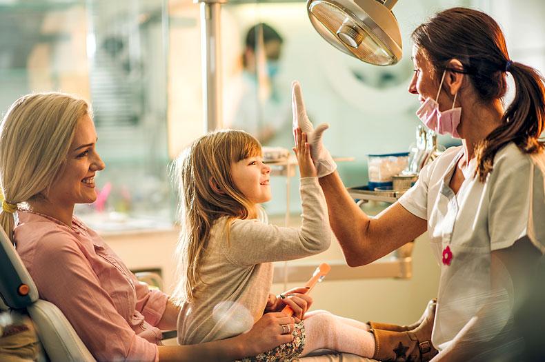 Kinderzahnärztin Dr. Vera Müller in der Zahnarztpraxis in Luzern